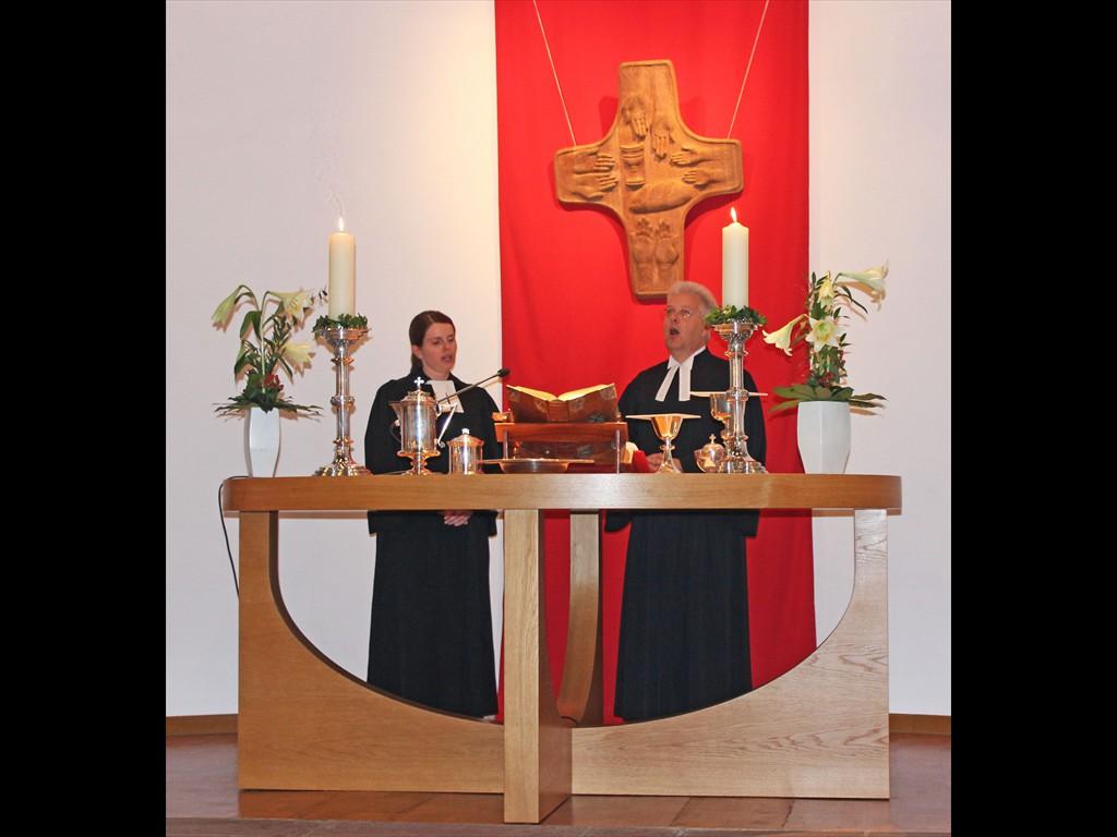Pfarrerin Elisabeth Goller und Pfarrer Ulrich Richter in der Johanneskirche
