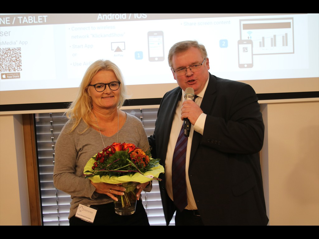 Architektin Tanja Ehrhardt-Schäfers und Superintendent Frank Schneider