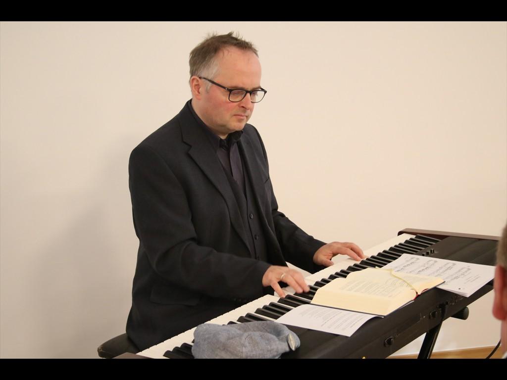 Volker Kukulenz (Schloss Holte-Stukenbrock/Paderborn) setzte den musikalischen Rahmen