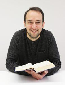 Verlässliche Inspirations- und Kraftquelle ist für Pfarrer Felix Klemme die Bibel. Jetzt freut er sich auf neue Herausforderungen als Gemeindepfarrer der Evangelischen Kirchengemeinde Elsen. FOTO: EKP-ARCHIV/HEIDE WELSLAU