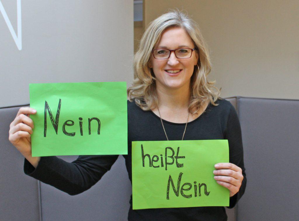 Nein heißt Nein: Jugendreferentin Sonja Hillebrand vom Evangelischen Kirchenkreis Paderborn bietet einen Selbstverteidigungskursus für Mädchen an. Foto: EKP/Oliver Claes