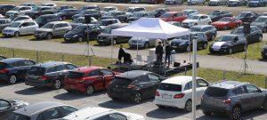 Großer Zuspruch: Der 1. ökumenische Auto-Gottesdienst am Flughafen fand am 19. April statt. Pfingstmontag wird er zum zweiten Mal gefeiert. Foto: Neue Westfälische, Johannes Büttner