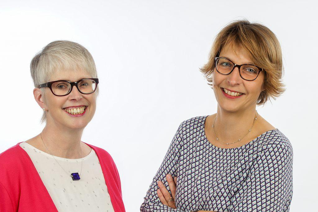 Leiten die Telefonseelsorge Paderborn: Monika Krieg, Leiterin; (links) und Pfarrerin Dorothea Wahle-Beer, stellv. Leitung (r.). Foto: Telefonseelsorge