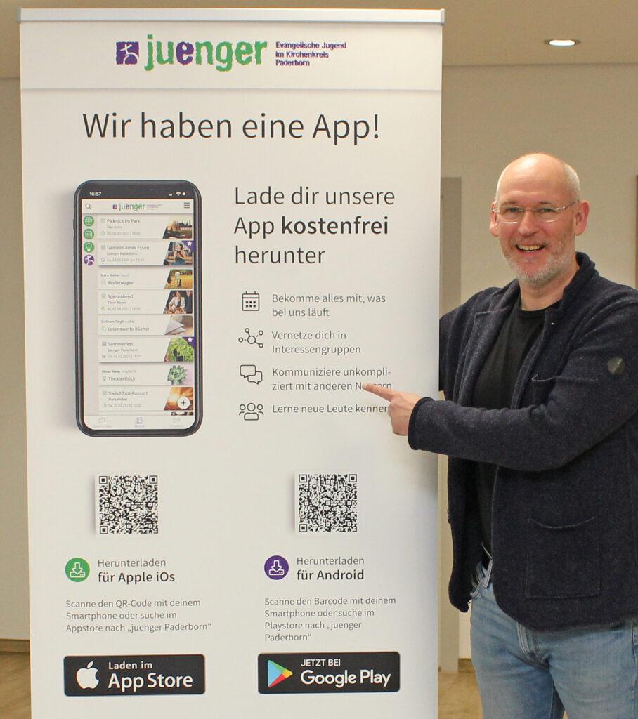 Freut sich über den Start der App: Oliver Schwarz, Leiter des Jugendreferates beim Evangelischen Kirchenkreis Paderborn. Foto: EKP/Oliver Claes