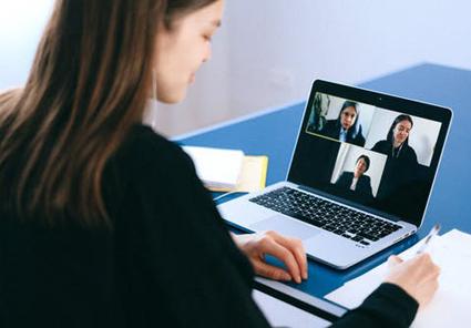 Im Workshop der evangelischen Erwachsenenbildung geht es um das Thema virtuelle Besprechungen. Foto: Pexels