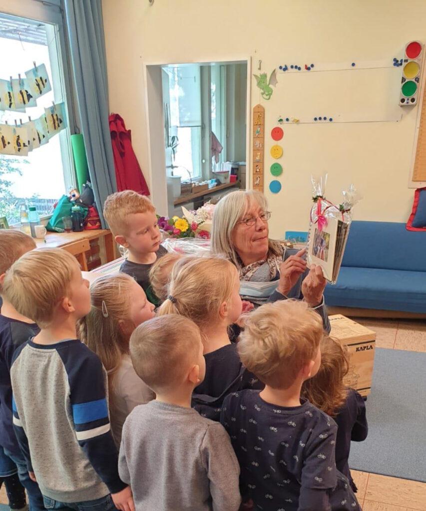 Giesela Wolanska wurde auch von den Kindern der Arche Warburg in den Ruhestand verabschiedet. Foto: Arche Warburg