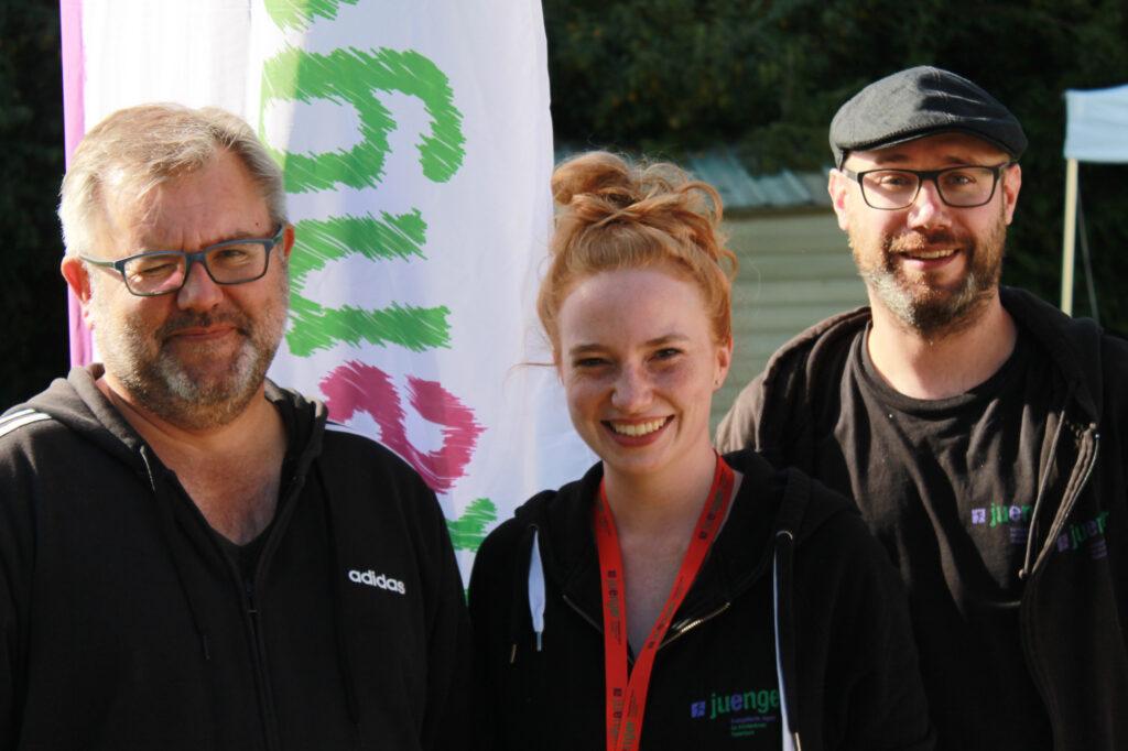 Seit den ersten JVVs dabei: (v. l.) Burkhardt Nolte, Lisa Timmerberg und Hendrik Zernke. Foto: Evangelische Jugend